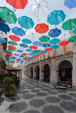 Souq Waqif à Doha, Catar. Source : http://data.abuledu.org/URI/55071224-souq-waqif-a-doha-catar