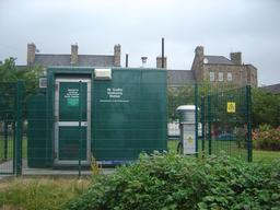 Station de surveillance de la qualité de l'air à Edimbourg. Source : http://data.abuledu.org/URI/5952907b-station-de-surveillance-de-la-qualite-de-l-air-a-edimbourg