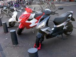 Stationnement de scooters. Source : http://data.abuledu.org/URI/58e6a8dd-stationnement-de-scooters