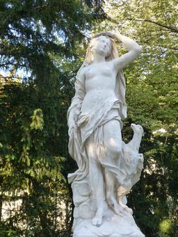 Statue au jardin Darcy à Dijon. Source : http://data.abuledu.org/URI/582041bd-statue-au-jardin-darcy-a-dijon-