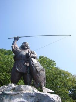 Statue d'Ebisu, le dieu japonais des pêcheurs. Source : http://data.abuledu.org/URI/52ed5b7d-statue-d-ebisu-le-dieu-japonais-des-pecheurs