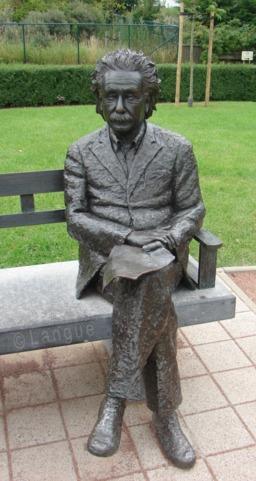 Statue d'Einstein en Belgique. Source : http://data.abuledu.org/URI/533bdf1f-statue-d-einstein-en-belgique