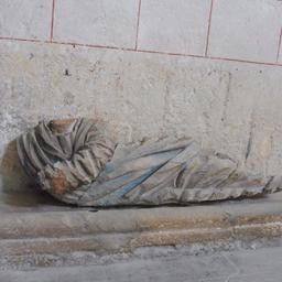 Statue dans l'église de Saint-Macaire-33. Source : http://data.abuledu.org/URI/599a9d29-statue-dans-l-eglise-de-saint-macaire-33