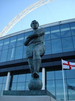 Statue de Bobby Moore au stade de Wembley. Source : http://data.abuledu.org/URI/587b7538-statue-de-bobby-moore-au-stade-de-wembley