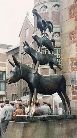 Statue de bronze des musiciens de Brème. Source : http://data.abuledu.org/URI/520d33b6-statue-de-bronze-des-musiciens-de-breme
