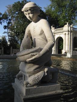 Statue de Cendrillon. Source : http://data.abuledu.org/URI/5346f041-statue-de-cendrillon