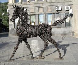 Statue de cheval à Yerevan. Source : http://data.abuledu.org/URI/548f7959-statue-de-cheval-a-yerevan