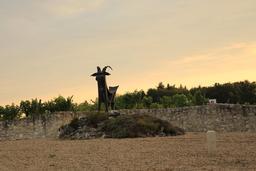 Statue de chèvre. Source : http://data.abuledu.org/URI/55e44c7e-statue-de-chevre