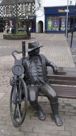 Statue de Jacques l'aveugle et son odomètre. Source : http://data.abuledu.org/URI/58e68cba-statue-de-jacques-l-aveugle-et-son-odometre