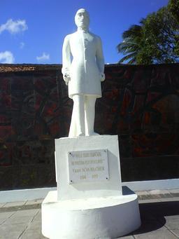 Statue de l'abolitionniste Schoelcher à La Martinique. Source : http://data.abuledu.org/URI/5295e5fa-statue-de-l-abolitionniste-schoelcher-a-la-martinique
