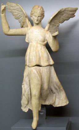Statue de la déesse de la Victoire. Source : http://data.abuledu.org/URI/509048a6-statue-de-la-deesse-de-la-victoire