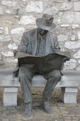 Statue de lecteur assis. Source : http://data.abuledu.org/URI/590a3eb8-statue-de-lecteur-assis