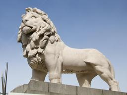 Statue de lion. Source : http://data.abuledu.org/URI/52fb483c-statue-de-lion