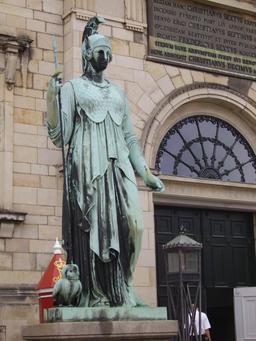 Statue de Minerve à Copenhague. Source : http://data.abuledu.org/URI/59180a60-statue-de-minerve-a-copenhague