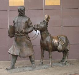 Statue de Nasr Eddin Hodja et son âne à Moscou. Source : http://data.abuledu.org/URI/54a17eb0-statue-de-nasr-eddin-hodja-et-son-ane-a-moscou
