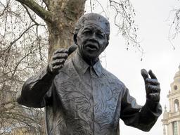 Statue de Nelson Mandela à Londres. Source : http://data.abuledu.org/URI/52fa59ed-statue-de-nelson-mandela-a-londres