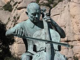 Statue de Pau Casals. Source : http://data.abuledu.org/URI/59dd2543-statue-de-pau-casals