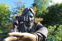 Statue de photographe. Source : http://data.abuledu.org/URI/58623028-statue-de-photographe