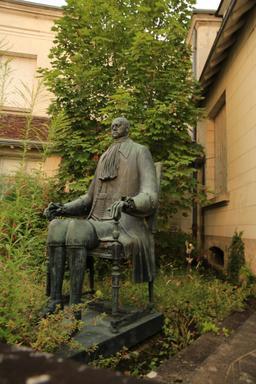 Statue de Pierre le grand à Loches. Source : http://data.abuledu.org/URI/55e439d2-statue-de-pierre-le-grand-a-loches