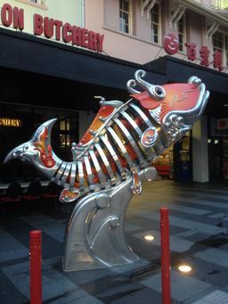 Statue de poisson à Brisbane. Source : http://data.abuledu.org/URI/5381a2d2-statue-de-poisson-a-brisbane