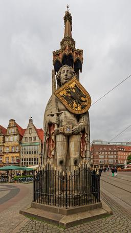 Statue de Roland à Brême. Source : http://data.abuledu.org/URI/58cecd5d-statue-de-roland-a-breme