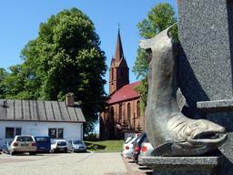 Statue de saumon près de Kolberg. Source : http://data.abuledu.org/URI/5200dc83-statue-de-saumon-pres-de-kolberg