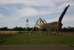 Statue de sauterelle géante. Source : http://data.abuledu.org/URI/53f09f90-statue-de-sauterelle-geante