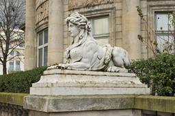 Statue de sphinge. Source : http://data.abuledu.org/URI/53e3444d-statue-de-sphinge