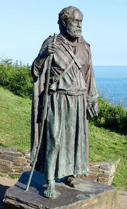 Statue de St Carannog dans le Pays de Galles. Source : http://data.abuledu.org/URI/58753a75-statue-de-st-carannog-dans-le-pays-de-galles