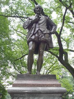 Statue de William Shakespeare à New York City. Source : http://data.abuledu.org/URI/54734b90-statue-de-william-shakespeare-a-new-york-city