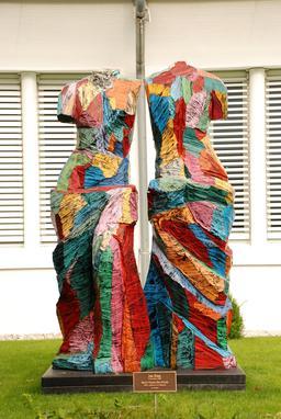 Statue double à Baierbrunn. Source : http://data.abuledu.org/URI/519e1563-statue-double-a-baierbrunn
