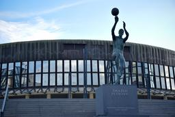 Statue du basketballeur croate Dražen Petrović. Source : http://data.abuledu.org/URI/587b8af9-statue-du-basketballeur-croate-dra-en-petrovi-