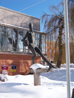 Statue du basketballeur Hradec Králové. Source : http://data.abuledu.org/URI/587b8cc4-statue-du-basketballeur-hradec-kr-love