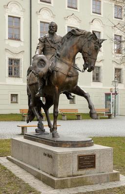 Statue du comte de Tilly. Source : http://data.abuledu.org/URI/59da78c6-statue-du-comte-de-tilly