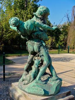 Statue du dénicheur d'oursons. Source : http://data.abuledu.org/URI/53e39b40-statue-du-denicheur-d-oursons