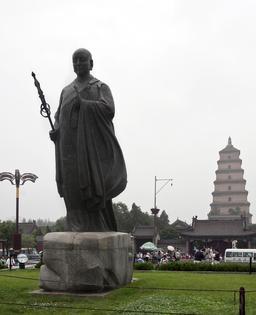 Statue du moine bouddhiste Xuanzang. Source : http://data.abuledu.org/URI/52b998e5-statue-du-moine-bouddhiste-xuanzang