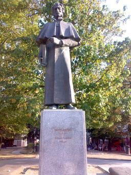 Statue du pédagogue Solomon Dodashvili à Sighnaghi. Source : http://data.abuledu.org/URI/529a4c0f-statue-du-pedagogue-solomon-dodashvili-a-sighnaghi