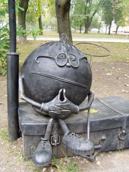 Statue du personnage de conte slave Kolobock. Source : http://data.abuledu.org/URI/53498584-statue-du-personnage-de-conte-slave-kolobock