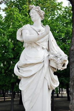 Statue du printemps au Jardin des Tuileries. Source : http://data.abuledu.org/URI/55182f53-statue-du-printemps-au-jardin-des-tuileries