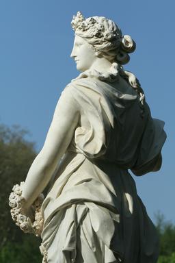 Statue du printemps dans le Parc de Versailles. Source : http://data.abuledu.org/URI/55182e07-statue-du-printemps-dans-le-parc-de-versailles