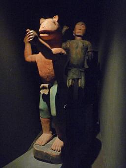 Statue du roi Glélé mi homme, mi lion. Source : http://data.abuledu.org/URI/54bee07d-statue-du-roi-glele-mi-homme-mi-lion