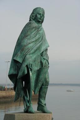 Statue du savant breton Pierre Bouguer. Source : http://data.abuledu.org/URI/50963d8b-statue-du-savant-breton-pierre-bouguer
