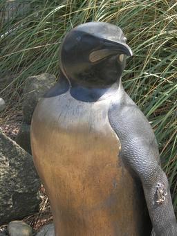 Statue en bronze du manchot royal Nils Olav. Source : http://data.abuledu.org/URI/52fa3ee0-statue-en-bronze-du-manchot-royal-nils-olav