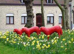 Statues de chiens Saint-Bernard. Source : http://data.abuledu.org/URI/53980d63-statues-de-chiens-saint-bernard