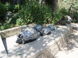 Statues de hérissons. Source : http://data.abuledu.org/URI/5352ab32-statues-de-herissons