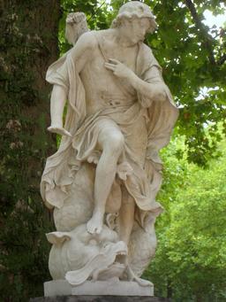 Statue de Narcisse. Source : http://data.abuledu.org/URI/52b5ce00-statues-de-narcisse