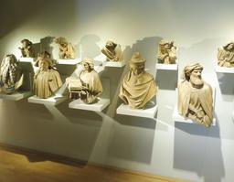 Statues du puits de Moïse au musée des beaux-arts de Dijon. Source : http://data.abuledu.org/URI/59d6a75a-statues-du-puits-de-moise-au-musee-des-beaux-arts-de-dijon