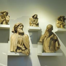 Statues du puits de Moïse au musée des beaux-arts de Dijon. Source : http://data.abuledu.org/URI/59d6a7b6-statues-du-puits-de-moise-au-musee-des-beaux-arts-de-dijon