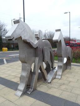 Statues métalliques de chevaux. Source : http://data.abuledu.org/URI/56549390-statues-metalliques-de-chevaux