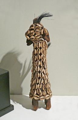 Statuette magique bicéphale du Sénégal. Source : http://data.abuledu.org/URI/5485a4e5-statuette-magique-bicephale-du-senegal
